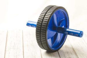 反り腰の人が避けてほしい運動、腹筋ローラー