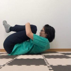 立っていると腰が痛くなる方におすすめのゴロゴロ体操